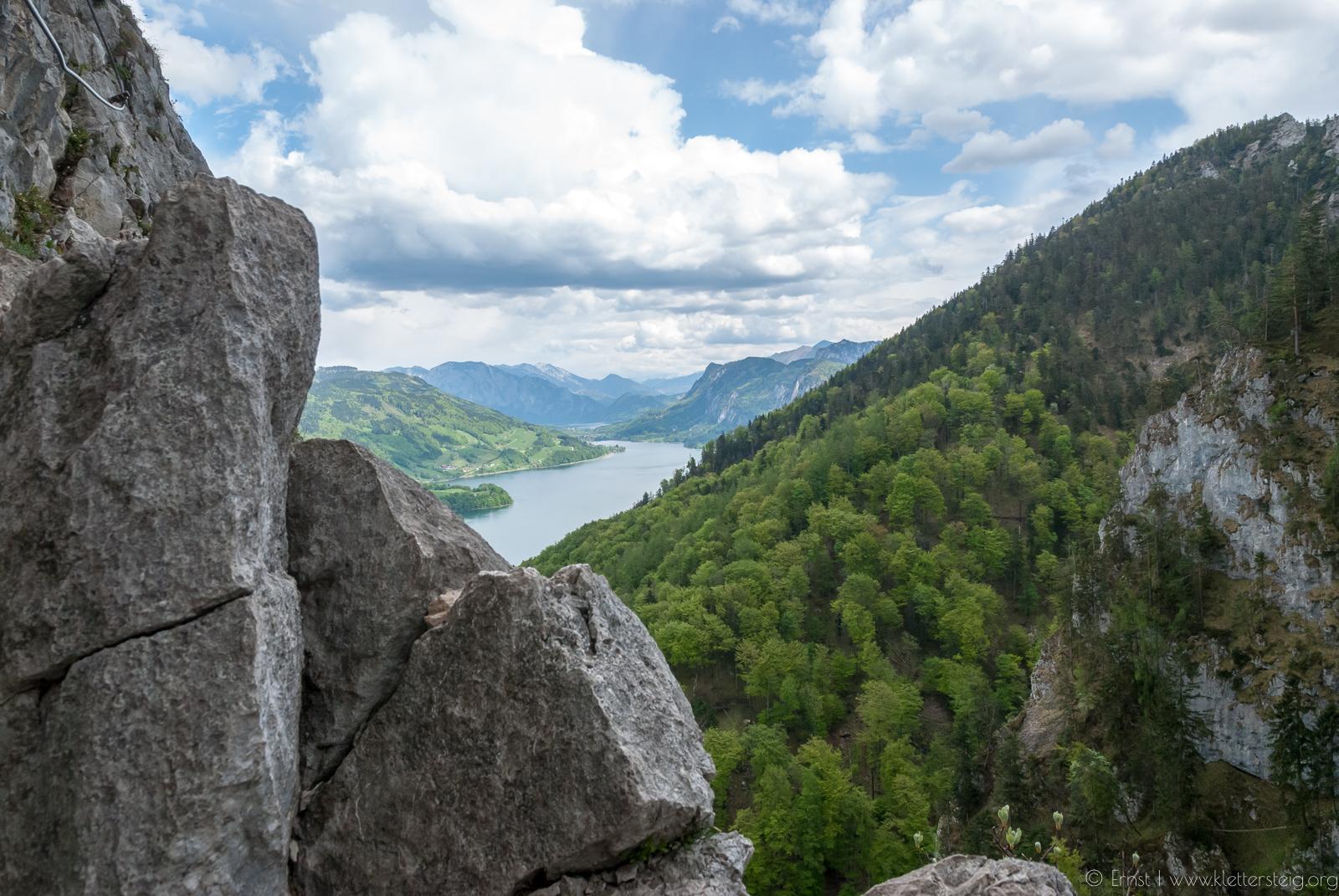 Klettersteig Mondsee : Mondsee schuß von der drachenwand klettersteig stockfoto bild